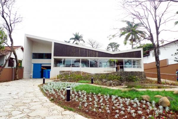 1-fachada-principal-da-casa-de-jkC5B8E4C3-37F2-E37C-D2FB-A01B78D01BDE.jpg